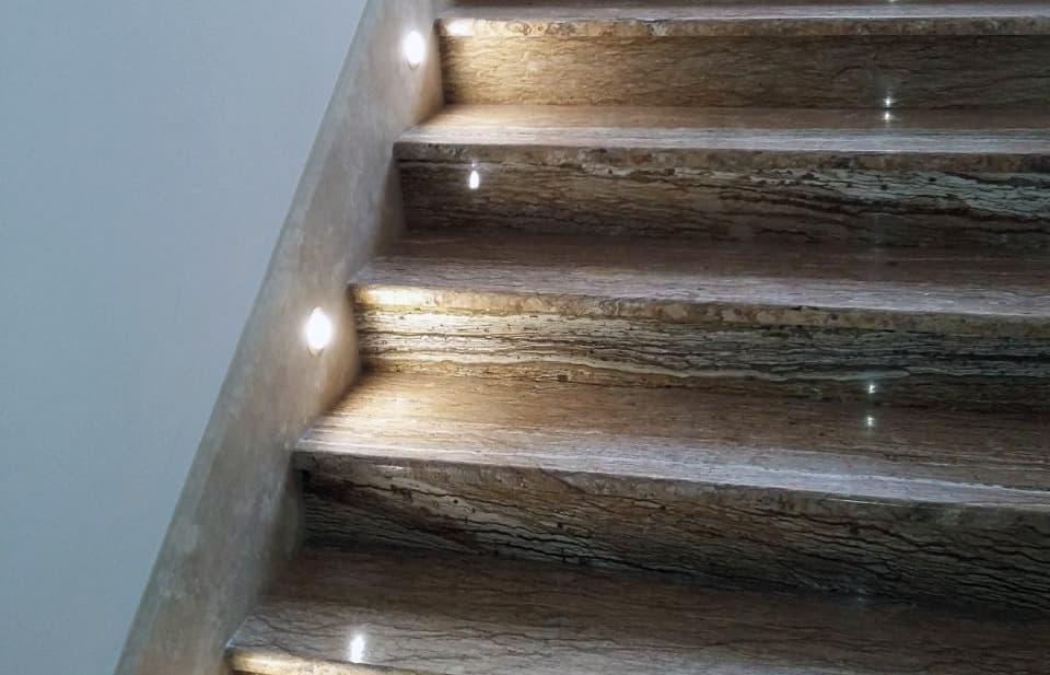 Лестница из травертина