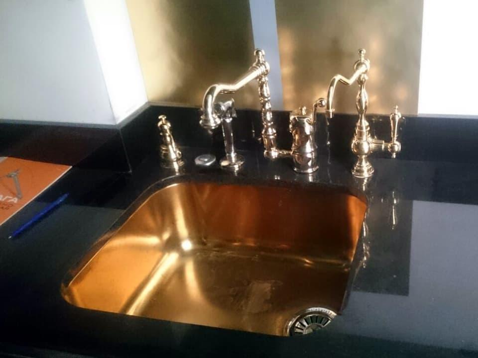 Столешницы из гранита для ванной комнаты
